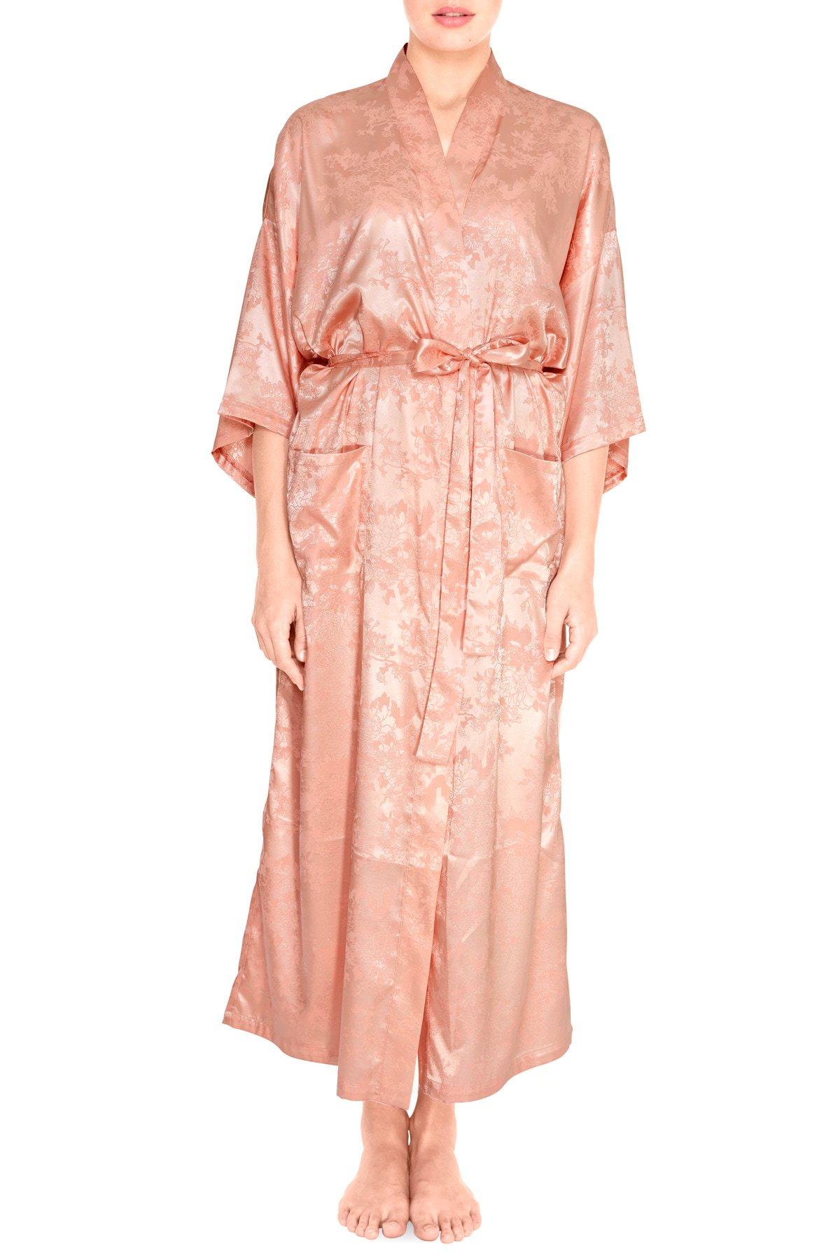 Lang lyserød satin kimono I Køb kimonoer hos Viola Sky